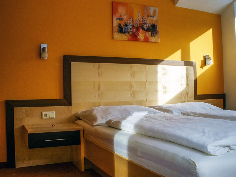 Wohnung 2: Schlafzimmer