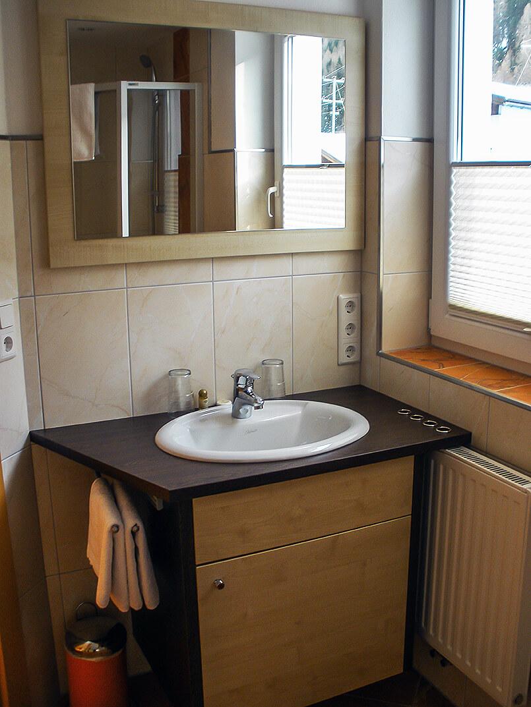 Wohnung 2: Badezimmer